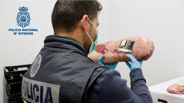 La Policía Nacional, tras la detención de cuatro personas de la emrpesa Cárnicas Luis,