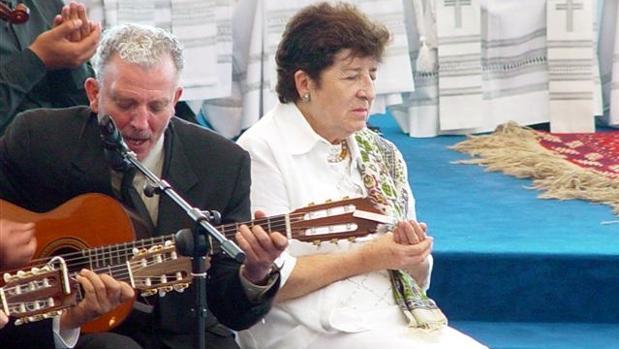 Kiko Argüello junto a Carmen Hernández
