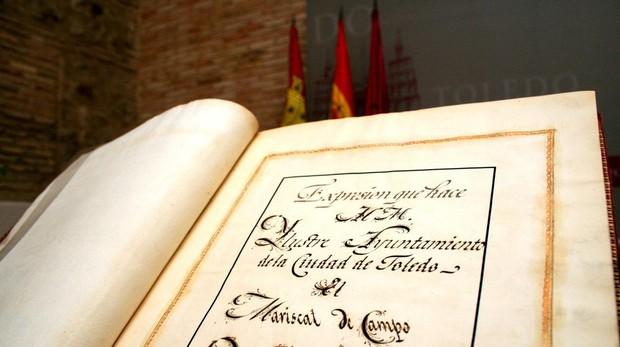 El libro analizado afirma que con la Constitución de 1812 «las lenguas autóctonas continuaban oficialmente prohibidas»