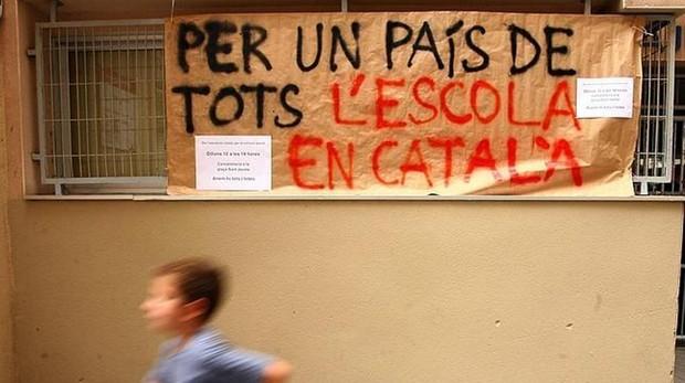 Cartel reivindicativo en un colegio catalán