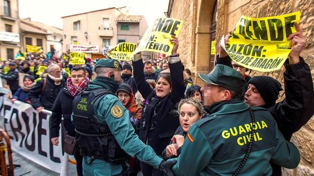 Protestas antes la ministra teresa Ribera