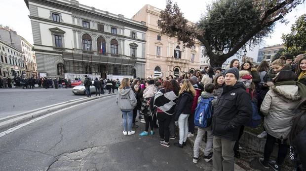 El Ministerio de Educación italiano promociona un curso sobre exorcismo para profesores de institutos