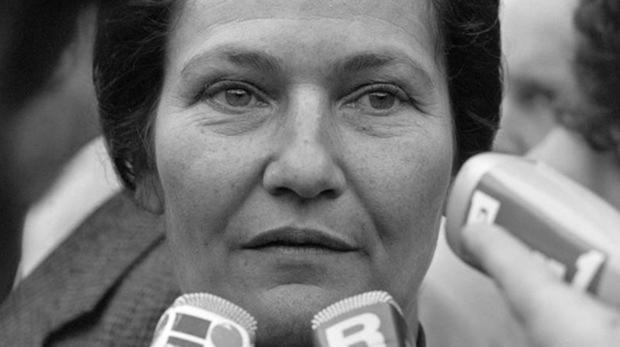 Simone Veil, política francesa, feminista y superviviente de los campos de concentración nazis, en una fotografía de 1977