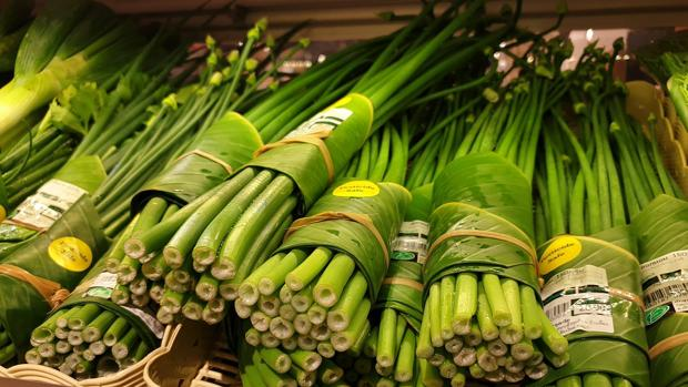 Alimentos envueltos en hojas de plátano
