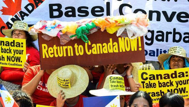 Protestas ante la embajada canadiense en Manila por los desperdicios