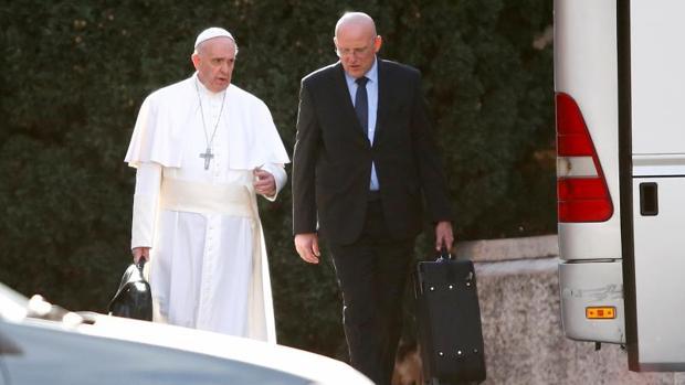 El Papa acepta la dimisión del comandante de la Gendarmería Vaticana tras una fuga de documentos