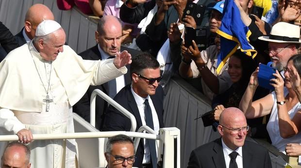 Posible relevo del jefe de la Gendarmería Vaticana tras filtrarse la suspensión de cinco funcionarios