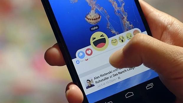 Detalle del funcionamiento de Facebook Reactions, una lista de emociones