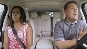 James Corden aprovecha el tirón de Michelle Obama y le vende su karaoke sobre ruedas a Apple