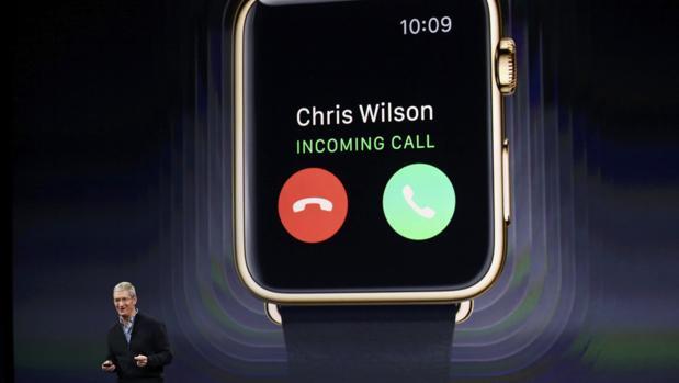 Tim Cook, CEO de Apple, durante la presentación del Apple Watch en 2015