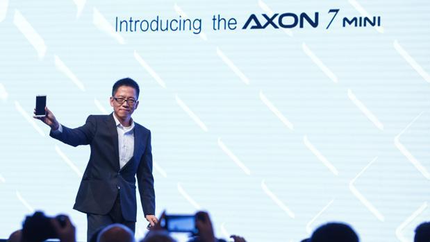 Momento de la presentación del Axon 7