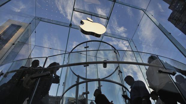 Imagen de la fachada de una tienda de Apple