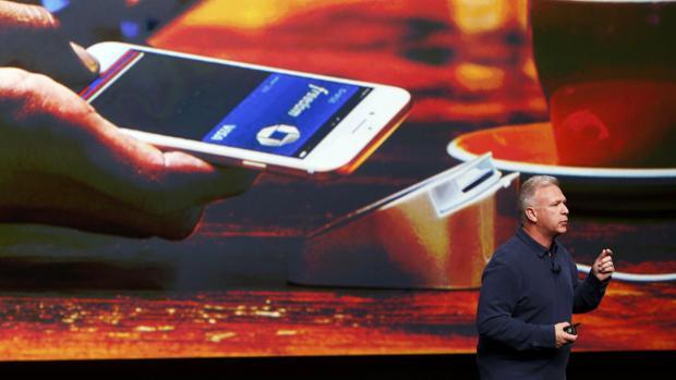 Phil Schiller, vicepresidente de Apple, durante una presentación de Apple Pay
