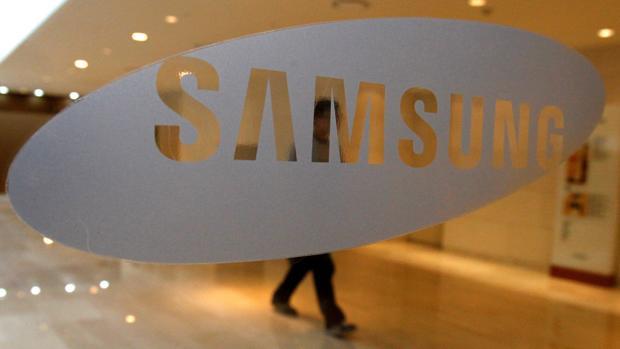 El logo de Samsung en la sede de la compañía en Seúl