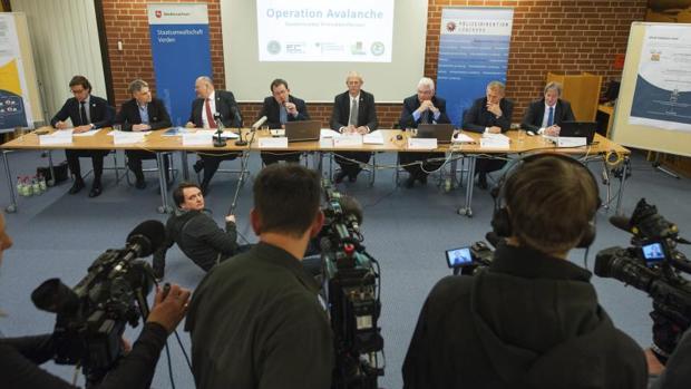 Rueda de prensa de la policía central de Lüneburg sobre el desmantelamiento de una red cibernética de fraude en Alemania