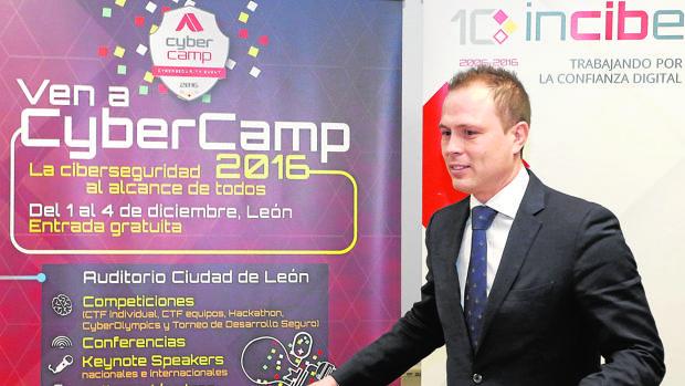 El director general del Instituto Nacional de Ciberseguridad, Alberto Hernández, presenta CyberCamp 2016