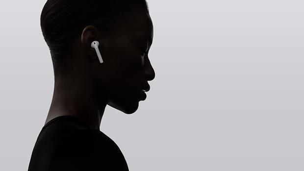 Detalle de los auriculares de Apple