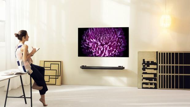 Detalle del televisor LG Signature OLED