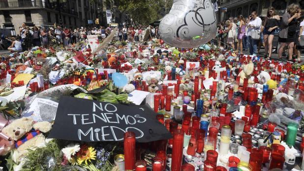 Muestras de condolencia y repulsa tras los atentados en Cataluña