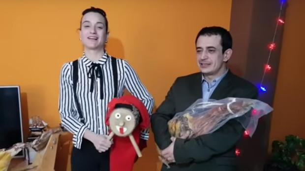 Silvia Charro y Simón Pérez en uno de sus vídeos