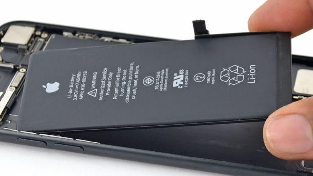 DEtalle de una batería de un iPhone