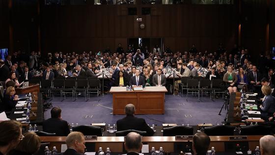 Zuckerberg durante su comparecencia ante el Senado