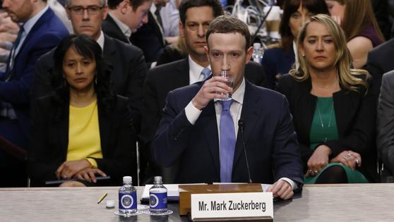 El CEO de Facebook no se ha salido del discurso oficial que lleva ofreciendo desde que hablara una semana después de saltar a los medios el escándalo Cambridge Analytica