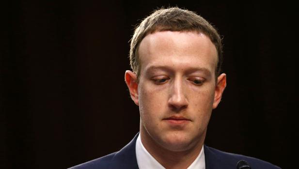 Mark Zuckerberg, fundador de Facebook, durante su comparecencia en el Senado