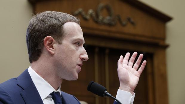 El fundador y presidente ejecutivo de Facebook, Mark Zuckerberg, en el Congreso