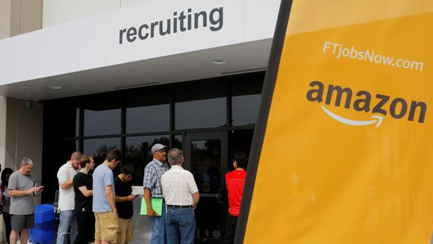 Candidatos a trabajar en Amazon en Massachusetts durante el «Amazon Jobs Day»