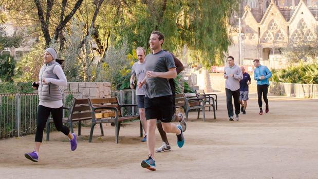 Mark Zuckerberg corriendo por Barcelona en 2016