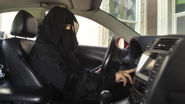Absher, la «aborrecible» aplicación de Arabia Saudí para controlar a las mujeres a la que dan cobijo Apple y Google