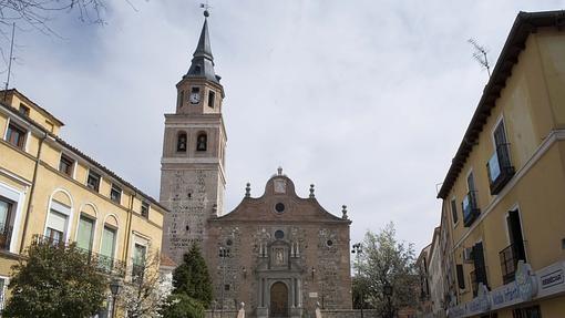 Exterior de San Pedro ad Víncula, en Vallecas