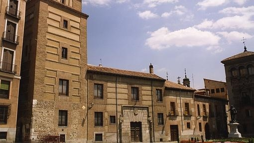Edificio de la Torre de los Lujanes, en la Plaza de la VIlla