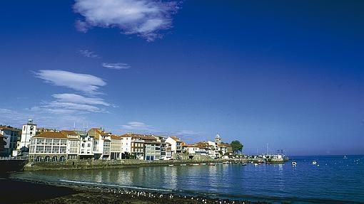 Panorámica del puerto de Luanco