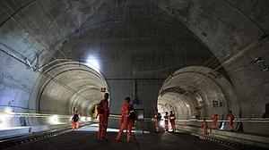 Inauguran el túnel ferroviario más largo y más profundo del mundo