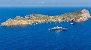 Así es la isla privada de lujo cerca de Ibiza que aman Cristiano y Bale