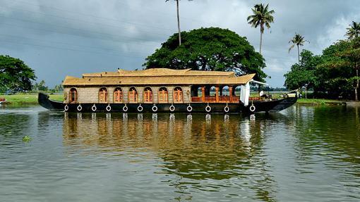 Casa barco en el lago de Ashtamudi, uno de los más visitados con 200 kilómetros cuadrados