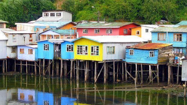 Ciudad de Castro en lago Chiloé, Chile