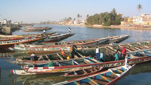 Piragüas usadas para transporte, pesca y turismo