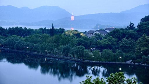 Lago del Oeste. Al fondo la Pagoda de Leifeng.