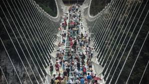 Cierran temporalmente el puente de cristal más grande del mundo