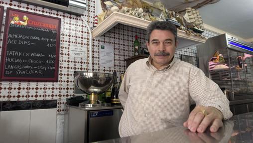 Francisco Martín, propietario del bar FM de Granada