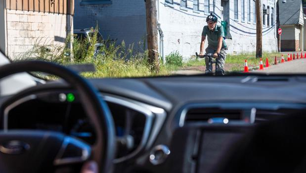 Un taxi sin conducto de Uber en Pittsburgh, Pennsylvania