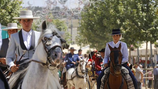 Caballos en la Feria del Rosario de Fuengirola. Fuente: andalucia.org
