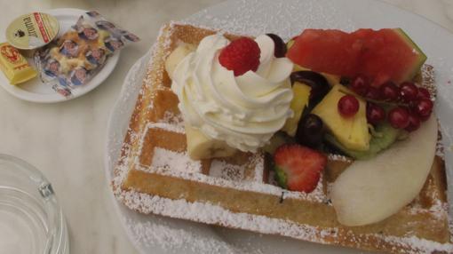 Gofre con nata y frutas, en Max (Gante)