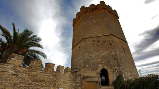 Murallas y Torre de Boabdil, en Porcuna