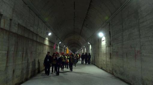 Uno de los túneles de la base subterránea