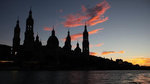 Basílica del Pilar, en Zaragoza, vista desde el Ebro