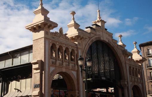 Fachada del Mercado Central de Zaragoza, diseñado en 1901 por el arquitecto aragonés Félix Navarro Pérez